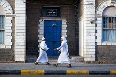 Men in white - Aden, Yemen. Photo by Maciej Dakowicz.