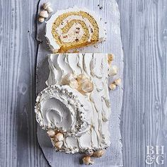 Silver and Gold Yule Log - almond praline Yule logs are often brown, but we like the simple elegance of this snowy white and metallic cake roll recipe. Dinner Party Desserts, Winter Desserts, Christmas Desserts, Christmas Cakes, Christmas Cooking, Christmas Yule Log, Metallic Cake, Cake Roll Recipes, Yummy Recipes