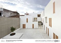 Social Housing in Sa Pobla is a beautiful social housing with a simple aesthetic, located in Sa Pobla, Spain, designed by RipollTizon Estudio de arquitectura. Social Housing Architecture, Architecture Résidentielle, Contemporary Architecture, Sheltered Housing, White Building, Patio Interior, Building Exterior, Affordable Housing, Outdoor Decor