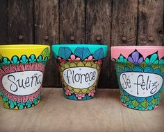 Flower Pot Art, Flower Pot Design, Flower Vases, Painted Plant Pots, Painted Flower Pots, Pottery Painting Designs, Pottery Art, Posca, Deco Design
