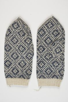 1884 Eesti Helme; vald Taagepera Knit Mittens, Mitten Gloves, Knitted Hats, Ethnic, Projects To Try, Textiles, Socks, Knitting, Accessories