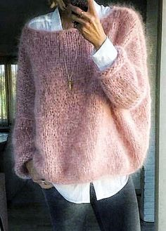 Fashion Ideas For Women Style Pull angora rose bonbon sur chemise blanche Mode Outfits, Casual Outfits, Fashion Outfits, Fashion Ideas, Fall Winter Outfits, Autumn Winter Fashion, Winter Wear, Pull Angora, Mohair Sweater