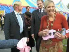 Koningin Maxima met haar ukulele