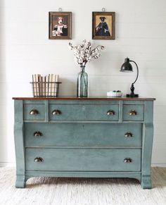 What is it about old barn milk paint in Farmstead that makes us pass out - Trend Home Dekor Milk Paint Furniture, Refurbished Furniture, Furniture Projects, Furniture Makeover, Painted Furniture, Painted Sideboard, Painted Chest, Dresser Makeovers, Furniture Websites