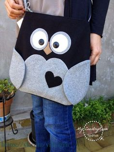 My CountryRoom: Borse, borse e ancora borse! - My CountryRoom: Bags, bags and more bags! Felt Diy, Felt Crafts, Sewing Crafts, Sewing Projects, Owl Bags, Denim Bag, Love Sewing, Kids Bags, Handmade Bags
