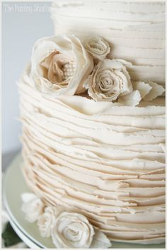 vintage wedding cake with pearls and roses