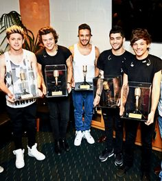 One Direction now hold the ticket sales record for Allphones Arena. Harry, you and everything plus you arms are looking fab One Direction Harry, One Direction Memes, One Direction Pictures, One Direction Awards, One Direction Tickets, Rebecca Ferguson, Nicole Scherzinger, Zayn Malik, Niall Horan