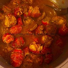 Crayfish Curry Use crayfish tails to make this lovely seafood curry or add whole crayfish (cleaned and cut). If you like a more filling seafood curry add chunks of stockfish fillets. Prawn Recipes, Spicy Recipes, Curry Recipes, Fish Recipes, Seafood Recipes, Gourmet Recipes, Cooking Recipes, Healthy Recipes, Game Recipes
