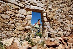 El Complejo arqueológico de Tunanmarca se encuentra localizado, en el distrito de Tunán Marca, en la provincia de Jauja, en el departamento y región de Junín; a una altura de 3 800 metros sobre el nivel del mar. En específico sobre la cima de un cerro. Habría sido un complejo arquitectónico habitado por aproximadamente 12 000 habitantes Huancas, mismos que lo construyeran por los años 1280 y 1425 de nuestra era.