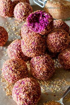 Blackberry Beet Bliss Balls from Deviliciously Raw for when I'm tired of the chocolate date balls (contains oats)Energy Balls Raw Vegan Desserts, Raw Vegan Recipes, Vegan Treats, Vegan Snacks, Healthy Treats, Vegan Raw, Vegan Dinners, Health Desserts, Paleo