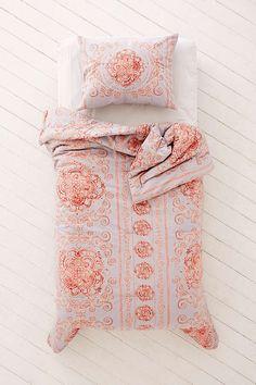 Slide View: 2: Yessa Watercolor Comforter