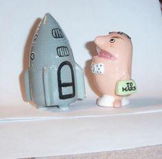 Vtg salt & pepper shaker Enesco Japan To Mars alien space ship rocket 50s rare