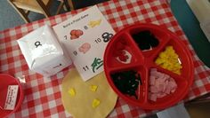 Pizza Restaurant at Pleasant View Preschool - build a pizza game. Roll dice and add toppings.