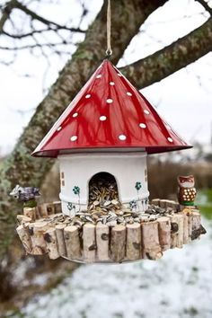 Hottest Pictures comedero pajaros bird feeders Suggestions Serving gulls will be not only a exciting informative activity that you can do with your family, but it also assists an Garden Crafts, Diy Garden Decor, Garden Projects, Diy Crafts, Simple Crafts, Felt Crafts, Bird Houses Diy, Fairy Houses, Unique Garden
