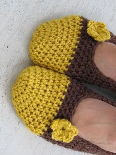 Crochet slippers with small Flower