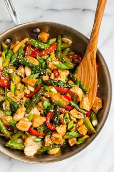 An easy, healthy weeknight dinner that the whole family will love! An easy, healthy weeknight dinner that the whole family will love! Chicken Stir Fry, Chicken Meal Prep, Chicken Recipes, Kung Pao Chicken, Healthy Teriyaki Chicken, Teriyaki Stir Fry, Fried Vegetables, Chicken And Vegetables, Veggies