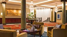Chancery Court Hotel: The grand lobby is decked out with Renaissance staircases, marble pillars and chandeliers.