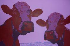 Twee koeien die je vragend aankijken. Een grappig schilderij dat een opvallende plaats verdient in je woonkamer. Dit schilderij heeft een formaat van 90x60 cm. Het is nog te koop.