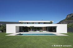 RADON photography / Norman Radon: Haus K. Minimal Architecture, Modern Architecture House, Architecture Plan, Residential Architecture, Modern Villa Design, Stone Facade, Prefab Homes, Maine House, Detached House
