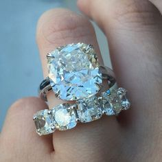Diamond Ring. Stunning I wish one like this Slvh❤