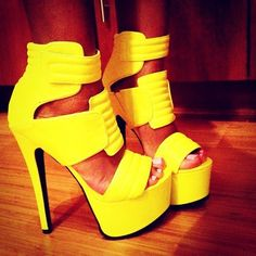 Love the yellow color on this high heels sandals :)