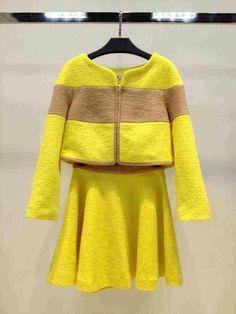 KK美衣小店,黄色大条羊毛呢套装,s ml,胸围84,88,92,衣长40,袖长55,裙腰围68,72,76,裙长44.现货