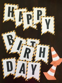 Preparing a construction birthday party? Download this week Happy Birthday Printable Banner via @freeborboleta