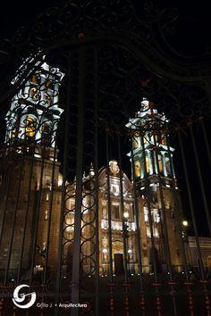 Reja exterior del atrio de la Catedral de Puebla, México