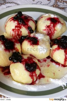 Kynuté ovocné knedlíky Slovak Recipes, Czech Recipes, Czech Desserts, Candy Cookies, Cauliflower Recipes, Sweet And Salty, International Recipes, Bon Appetit, Fruit Salad