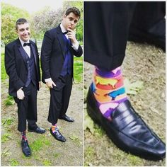 Congrats to all the Brookline kiddos who attended prom last night. Here's Jake rocking his fluorescent pig @thehotsoxco from Simons. . . . . . #prom #brookline #shoes #socks #funsocks #shopping #instashoes #tuxes #cute #dressshoes #formal #pigs