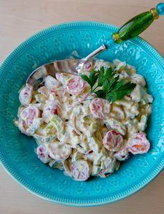 Tomatsallad med dressing - Zeinas Kitchen Side Dish Recipes, Side Dishes, Nasi Goreng, Mediterranean Dishes, Coleslaw, Salad Dressing, Fresh Herbs, Wok, Summer Recipes