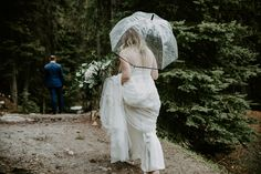 This snowy elopement in Lake Louise was beautiful and romantic. The couple exchanged their vows then did wedding photos at Lake Louise and Moraine Lake. Wedding First Look, Brittany, Vows, Got Married, Wedding Photos, Romantic, Couples, Wedding Dresses, Photography