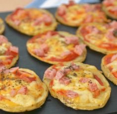 Gordon Ramsay, Pizza Frita, Bruschetta, Holidays And Events, Bon Appetit, Cheddar, Food And Drink, Vegetarian, Party