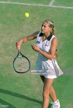 Anna Kournikova Get premium, high resolution news photos at Getty Images Enrique Iglesias, Beach Tennis, Anna, Tennis Stars, Tennis Clothes, Star Pictures, Tennis Players, Wimbledon, Sport Girl