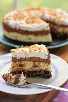 brownie kokos chocolade cake (via Pinterest)