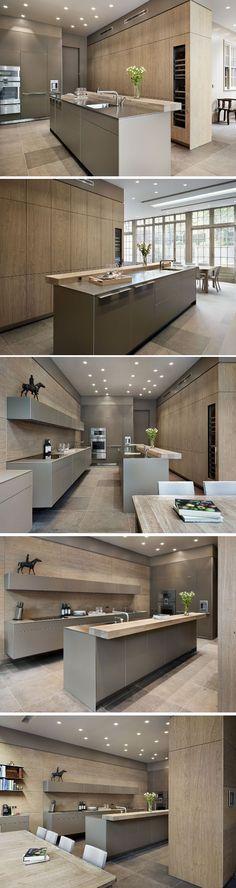 LET OP!!! alleen mooi de KLEUR van de keuken het lichte muisgrijs zeg maar!! rest niet en opstelling ook niet   Grand Dining Bulthaup by Kitchen Architecture