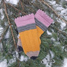 Dagens gratisoppskrift: Pennvantar | Strikkeoppskrift.com Knit Mittens, Knitted Gloves, Fingerless Gloves, Knit Baby Dress, Nepal, Baby Knitting, Arm Warmers, Crafty, Blog