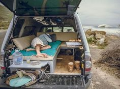 Found the mobile office/surf camper on the side of the road doing exactly what it's meant for. Found the mobile office/surf camper on the side of the road doing exactly what it's meant for. Pickup Camper, Truck Bed Camper, Mini Camper, Camper Van, Truck Tent, Camper Beds, Jeep Pickup, Suv Camping, Camping Ideas