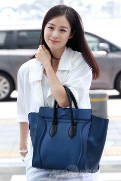 韓国・仁川国際空港(Incheon International Airport)から中国・杭州(Hangzhou)ヘ向けて出発する、女優のキム・テヒ(Kim Tae-Hee、2014年6月14日撮影)。(c)STARNEWS ▼23Jun2014AFP|キム・テヒ、ドラマ出演のため中国・杭州へ出発 http://www.afpbb.com/articles/-/3018437 #Kim_Tae_Hee