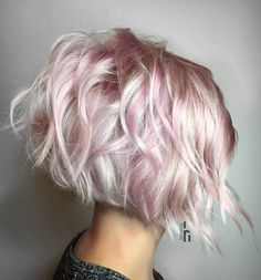 21 Handy styling options for short, wavy hair to help everyone … - All For Hair Color Trending Short Wavy Hair, Short Hair Cuts For Women, Wavy Bobs, Short Cuts, Curly Hair Styles, Natural Hair Styles, Wavy Bob Hairstyles, Pixie Haircuts, Braid Hairstyles