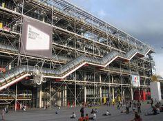 Centre Pompidou (Beaubourg) -- the craziest building in Paris! Renzo Piano, Tour Eiffel, Monuments, Three Days In Paris, Musée National D'art Moderne, Centre Pompidou Paris, Georges Pompidou, Paris Itinerary, Little Paris