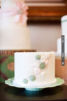 small green and white cake | CHECK OUT MORE IDEAS AT WEDDINGPINS.NET | #weddingcakes