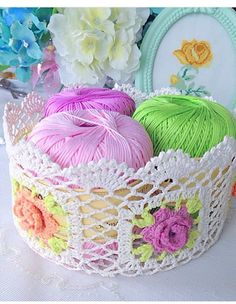 My knitting basket also posed today in the owner& home. Great host to us . Diy Crochet Basket, Crochet Bowl, Crochet Basket Pattern, Knit Basket, Crochet Art, Crochet Motif, Crochet Designs, Crochet Doilies, Easy Crochet