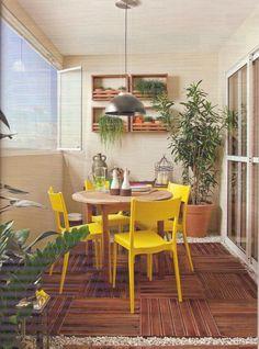 A MMM está cheia de produtos na matéria de capa da revista Minha Casa de outubro! A mesa redonda 900 Export http://www.meumoveldemadeira.com.br/produto/mesa-redonda-900-export-jatoba, o aparador Charme http://www.meumoveldemadeira.com.br/produto/aparador-charme-doce-de-leite-escovado-e-tulipa e os jardins verticais Tulipa http://www.meumoveldemadeira.com.br/produto/jardim-vertical-tulipa-jatoba