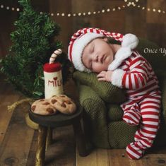 Felt Milk and Cookies for Santa! Hurry before it sells out this year! ♥️🎅🏻 #woolysquirrel #babychristmasphotos #newbornphotographer #babyphotos #christmasprops