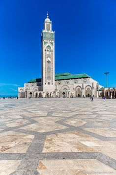 Things to Do in Casablanca - Where to Find the Best of The City Morocco Itinerary, Cristiano Ronaldo Wallpapers, London Blog, Escape Plan, Beautiful Mosques, Morocco Travel, Islamic World, Islamic Architecture, Best Places To Travel