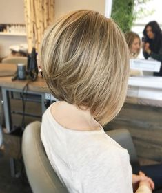 Nothing like a blonde bob ✨ removed a ton of internal weight from Natalia and just skimmed her external length ✂️ As for her color, we haven't colored her hair in months .. She used to be a light partial foil, then the last appointment we added a ton of lowlights to break up any strong lines and create a soft grow out/natural look