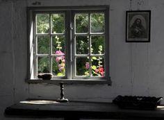 Kig til stokroserne i haven bag vævestuen Danish Interior, World Best Photos, Scandinavian Design, Cool Photos, Windows, Tags, Books, Libros, Book