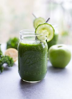 Detoxifying Green Apple Smoothie- packed full of nutrients that will make you glow from the inside out!