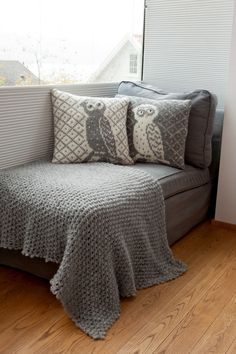 Owl pillows - me wanna make! Diy Cards, Blanket, Bed, Color, Owl Pillows, Home, Owls, Owl Bird, Threading